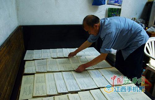 江西:1977年考生每年买份高考试卷