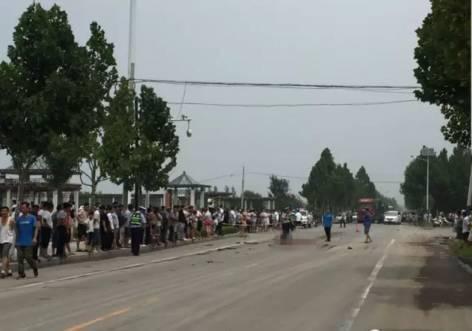 河北:电动车与大货车相撞 电动车上俩男孩当场死亡