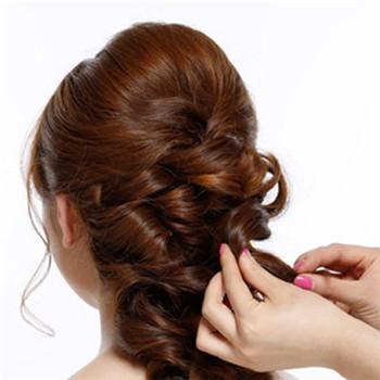 新娘齐刘海发型推荐 中长发新娘发型步骤图片