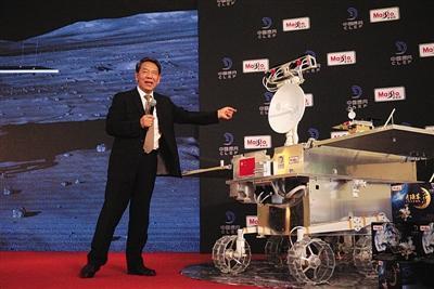 """""""嫦娥四号""""月球车首亮相 年底奔月"""