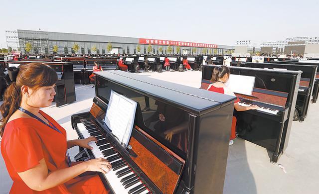 武强666架钢琴齐奏挑战吉尼斯世界纪录