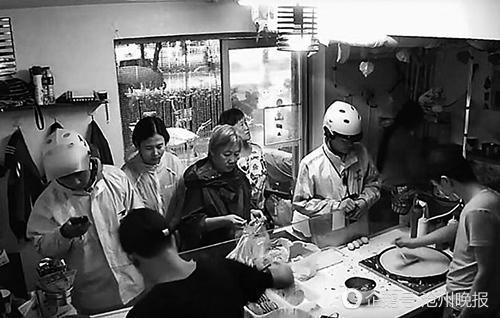河北煎饼小伙完胜北京大妈 仅煎饼一项月入超过四五万