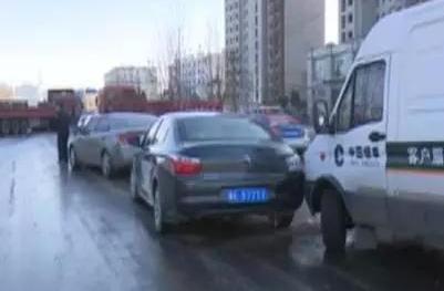 邢台:洒水致路面结冰 交通事故频发