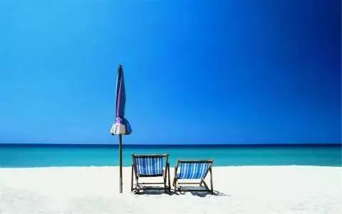 """想学小包总花式撩妹?先带她去""""同款海滩""""吧!"""