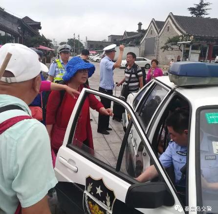 游客突发疾病昏迷 秦皇岛交警开辟生命通道
