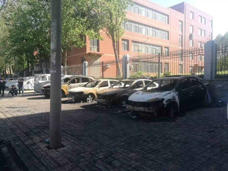 谁干的!同一天凌晨 4辆车被人为纵火烧毁