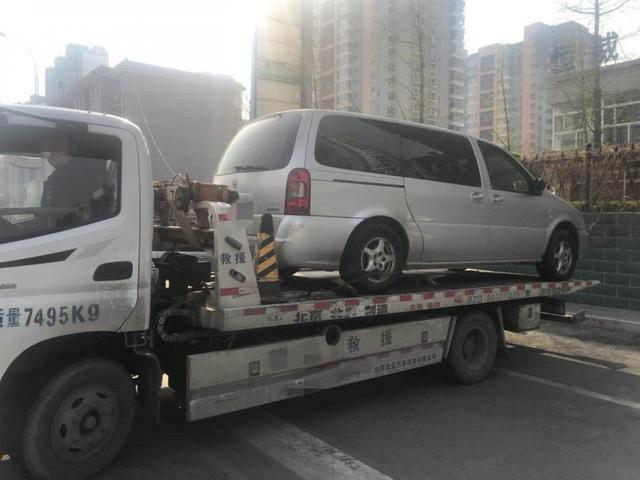 廊坊交警治理违法停车 发现一辆失踪车辆