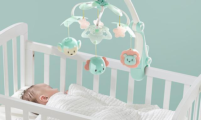"""婴儿床上挂玩具 当心养出""""斜眼""""宝宝"""