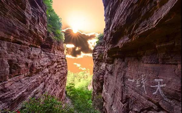 巍峨嶂石岩 一览太行砂岩地貌