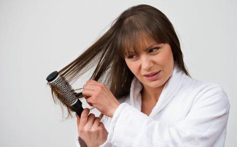 梳头有什么好处 怎么梳头好 梳头要注意什么