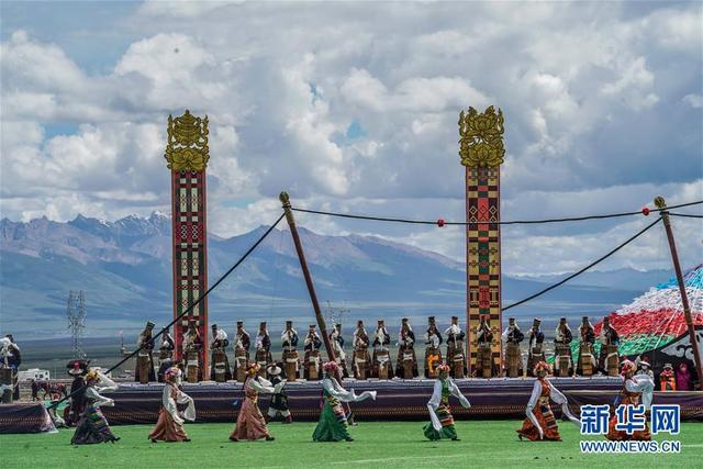 三百余年历史的当吉仁赛马节开幕