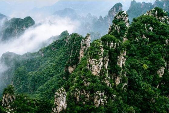 云雾中的狼牙山。图片来源于网络
