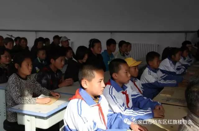 红旗楼商会再次走进康保看望慰问贫困留守儿童(续)