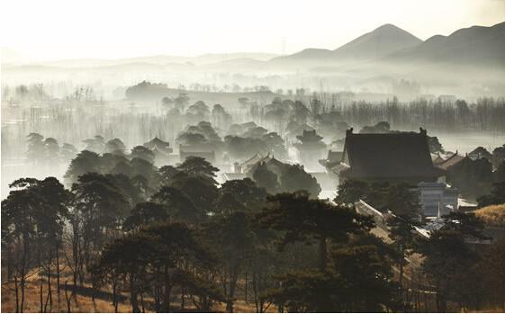 雾霭中的清西陵。 图片来源于网络