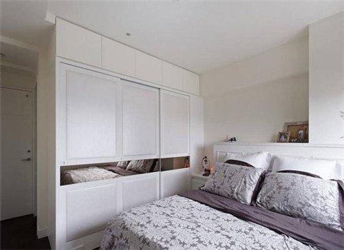 在定做入墙式衣柜时候,首先要了解卧室的详细尺寸,有梁柱的地方凹凸尺图片