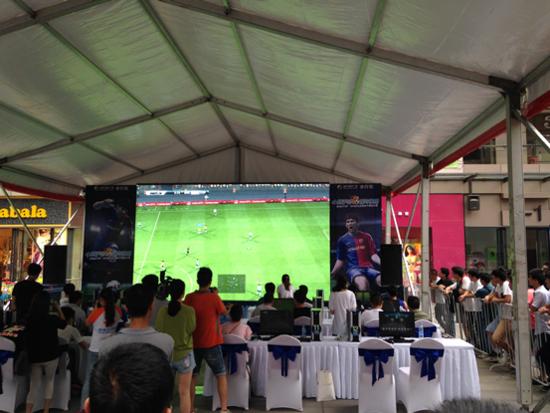 信地步行街实况足球电子竞技赛激情开启_频道