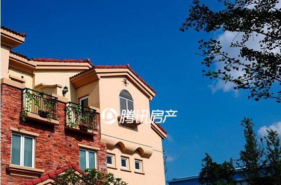 高低错落的屋顶设计,浪漫的竖窗,神秘的轮廊……六安碧桂园用建筑为