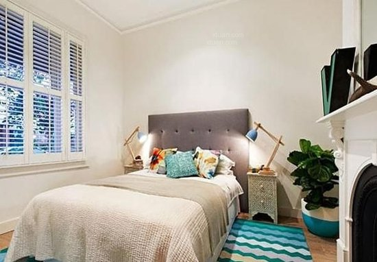 现代简约风格卧室效果图