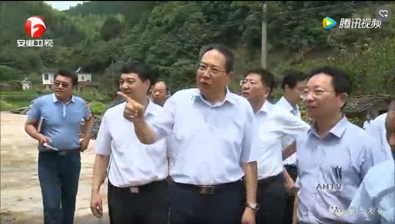 李锦斌在岳西县督导脱贫攻坚工作