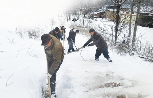 灵宝山区女子早产遇大雪封山 生死关头全村爱心接力