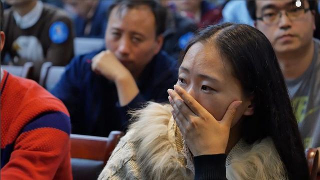 《豫见百期特辑》新书郑州首发 购书队伍排长龙