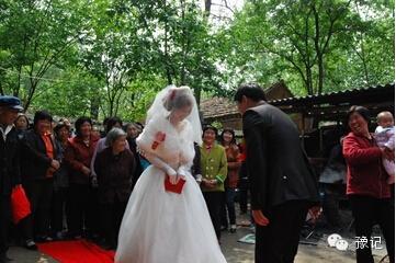 【老家河南】还记得老家婚礼上的压床游戏吗