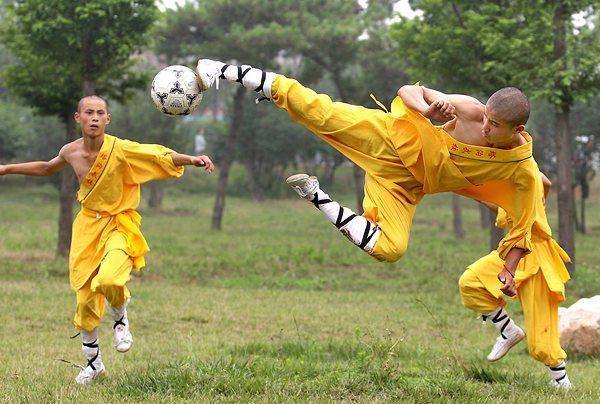 脚踢少林足球、手打少林洪拳、修禅诵经知国学 带你领略真正的少林精髓