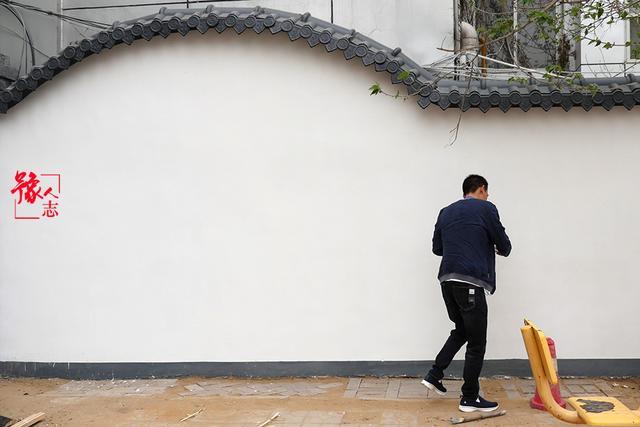 豫人志:小伙放弃北漂回六合心水论坛老家 靠街头画画闯出名堂