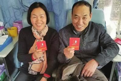 漯河一对夫妻赶在60岁来临前 携手最后一次献血