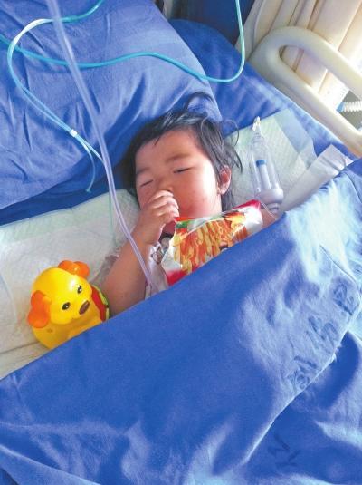 两岁女孩被弃医院 母亲车祸身亡父亲失踪一个月
