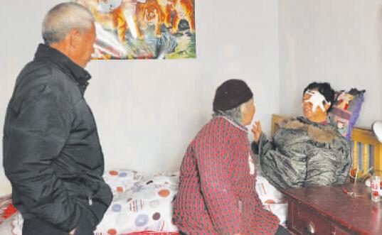 响马邻人家行窃 73岁老太自告奋勇被捅伤(图)