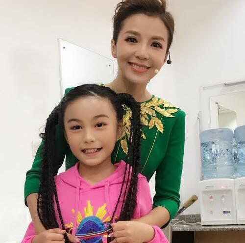 郑州女孩凭借网络歌曲走红 曾连普通话都不会说