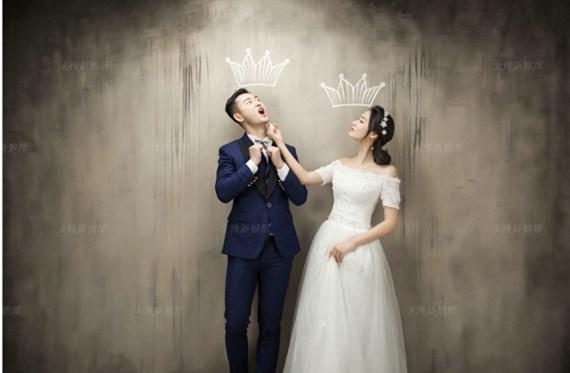 一套婚纱照拍下来近一万 因为照片拍的好二消加了不到三千块