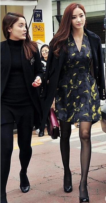韩彩英出席某时尚品牌活动,美腿逆天瘦且长。韩彩 ...