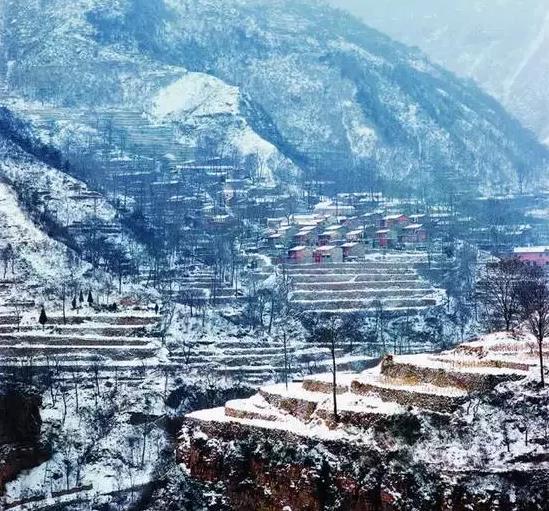 【旅游正能量】冰瀑高悬,素颜更显巍峨!天虽寒,太行大峡谷却暖人间!