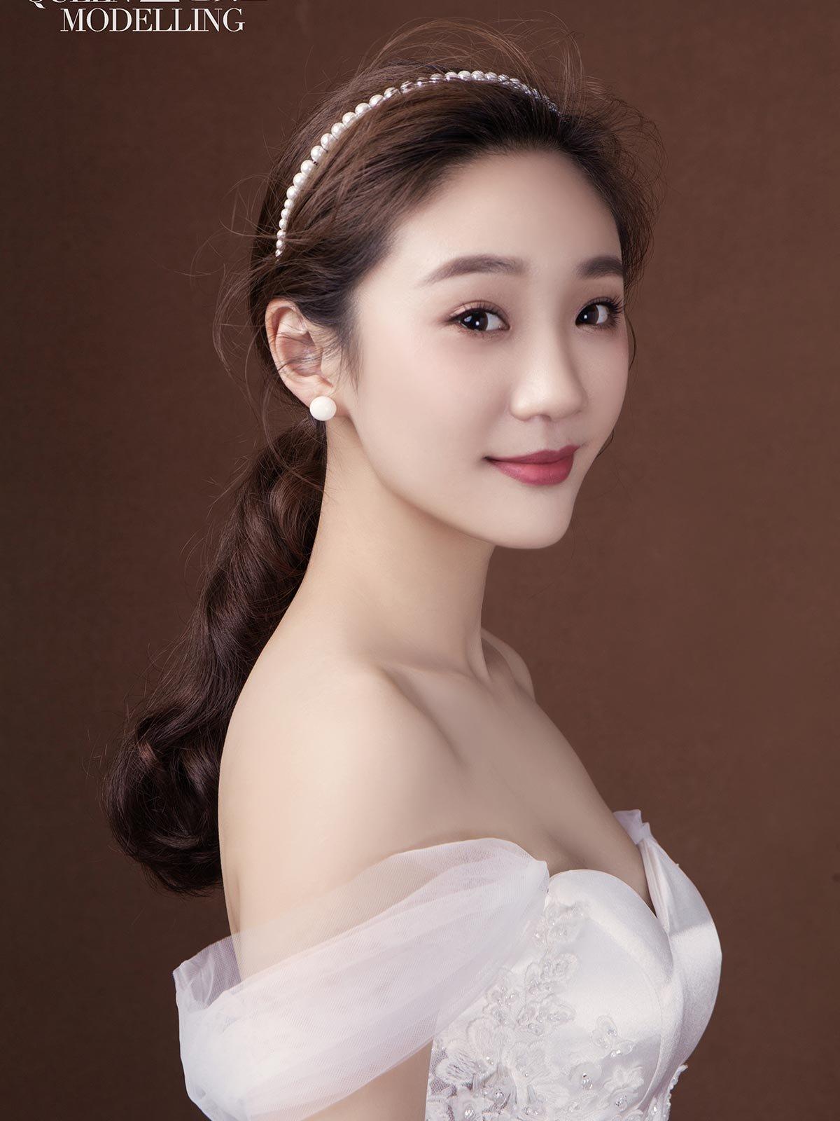 以韩式裸妆为基础,赋予森系新娘清透灵动精致的感觉.图片
