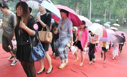 500名大豫网友暴雨中相亲寻爱