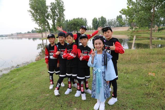 郑州10岁女孩翻拍《少林寺》主题曲走红 被称小戏骨