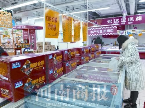 """郑州海鲜市场销售火热 海鲜礼盒成""""新宠"""""""