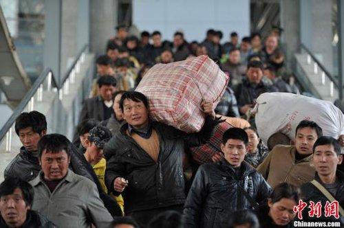 今起可买初八返程火车票 春运涌现退票潮