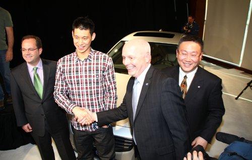 最爱s60 林书豪全球首签沃尔沃汽车代言人高清图片