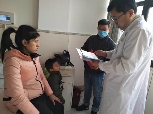3岁男孩患先天性白内障  爱心医院愿免费救治