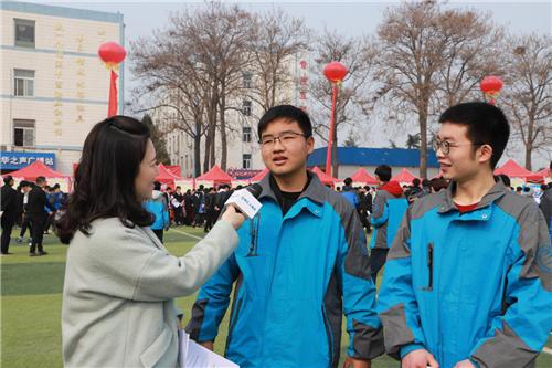 六合心水论坛新华电脑学院第十六届大型校园招聘会圆满成功