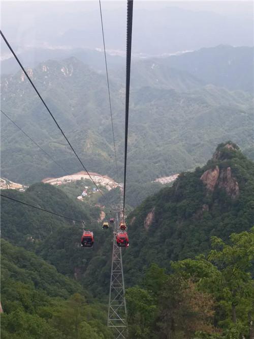老君山云景索道开通运营 600名环卫工人免费乘坐体验