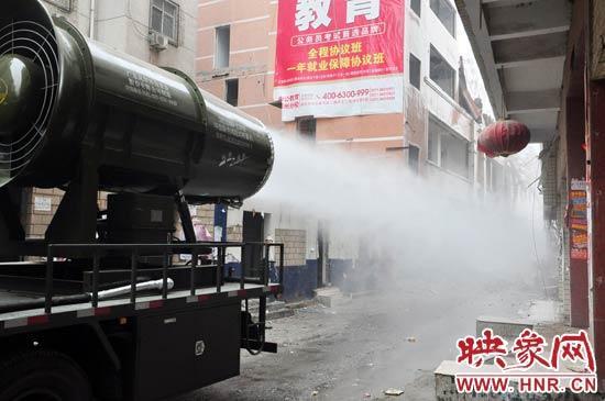 """针对造成雾霾的主凶""""建筑工地扬尘"""",""""雾炮车""""降尘除尘后果能到到80%。"""