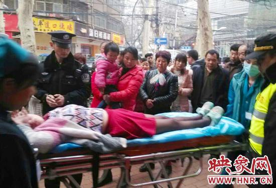 郑州女生失恋街头不省人事疑因醉酒不自拔问想少女图片