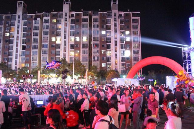 和盛时代广场空间音乐节美满落幕 浩瀚电音狂乐party开锅鹰城!