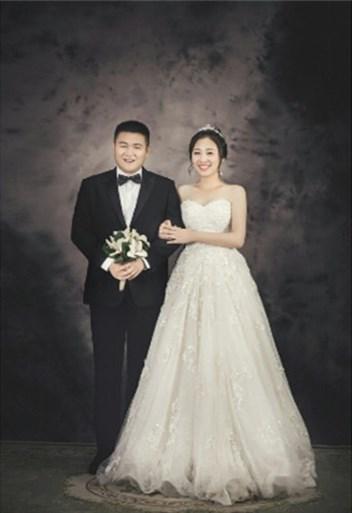 我最心仪简单经典的婚纱照,在这儿拍到了