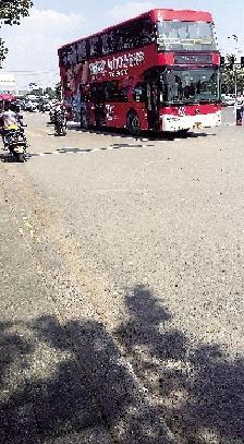 摩的包围郑州公交站被曝光 警方3小时处罚55辆