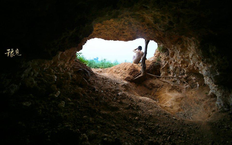 豫见第十二期:山洞男孩的锁链人生07